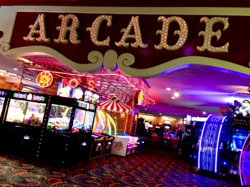 Homeschoolers homeschooling family travel adventure things to do with kids teens las vegas nevada nv hotels resorts casinos circus circus performers midway arcade pretzels doughnuts burgers snacks entertainment  vegas baby vegas with kids spgfan smiles per gallon
