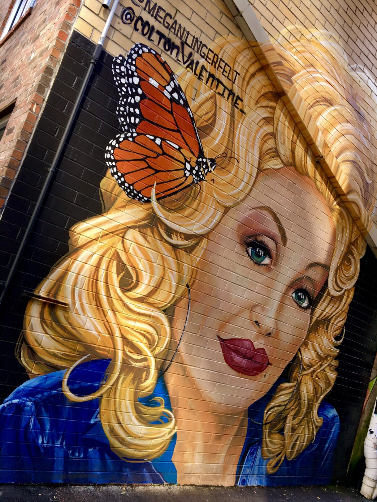 The Queen of East Tennessee: Dolly Parton Mural in Strong Alley by Colton Valentine and Megan Lingerfelt – Knoxville, Tennessee – 10/29/2020